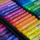 Мягкая сухая пастель (к примеру фирма OLKI) и пастельные карандаши по возможности